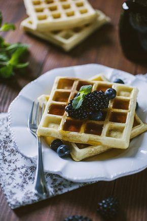 Belgian waffle: I #belgian #waffle sono soffici #cialde da gustare a #colazione o per un #brunch. Provali con frutta fresca, miele o cioccolato: sublimi!
