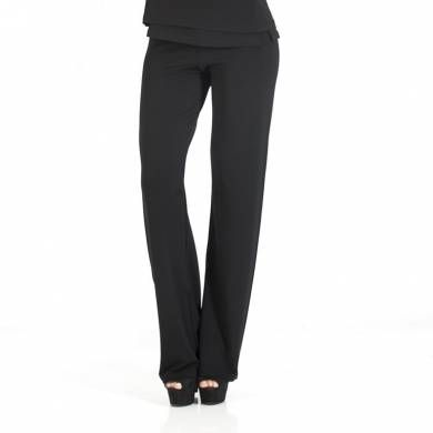 Morbidi pantaloni a vita bassa, con elastico alla vita, che accarezzano le forme. #WearEssential #moda #pantalone