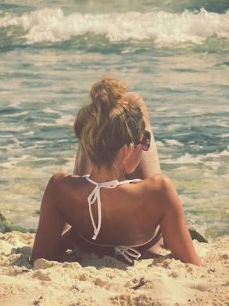 Resultado de imagem para fotos sozinha praia tumblr
