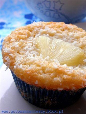 Jedne z najlepszych i najwilgotniejszych muffinek jakie kiedykolwiek jadłam. Są niewyobrażalnie delikatne i trzeba bardzo delikatnie wyjmować je z blachy. To