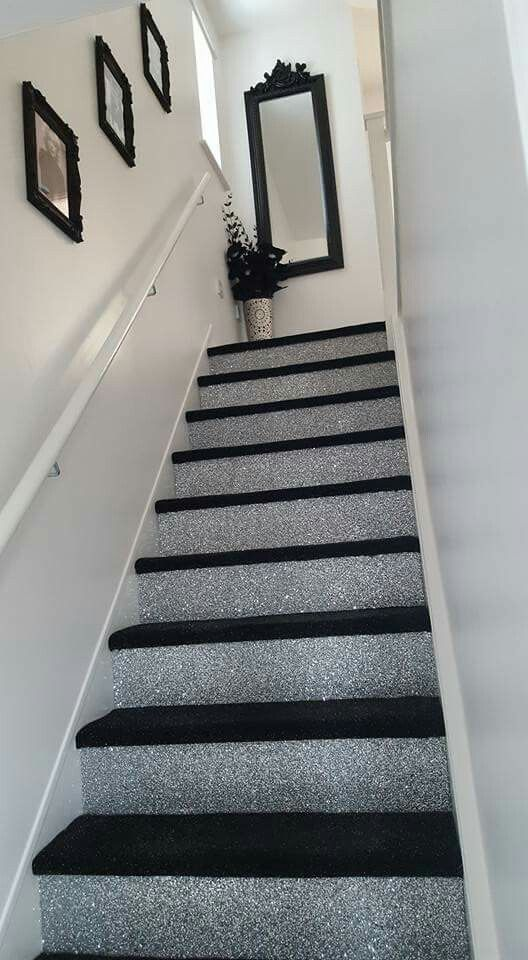 Glitter walls border & black carpet