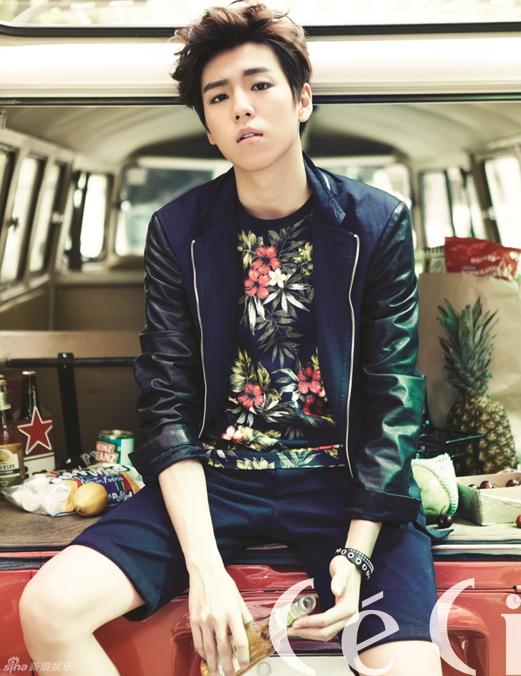 I swear Lee Hyun Woo can have his hair like a mushroom or like this and still look so pretty.