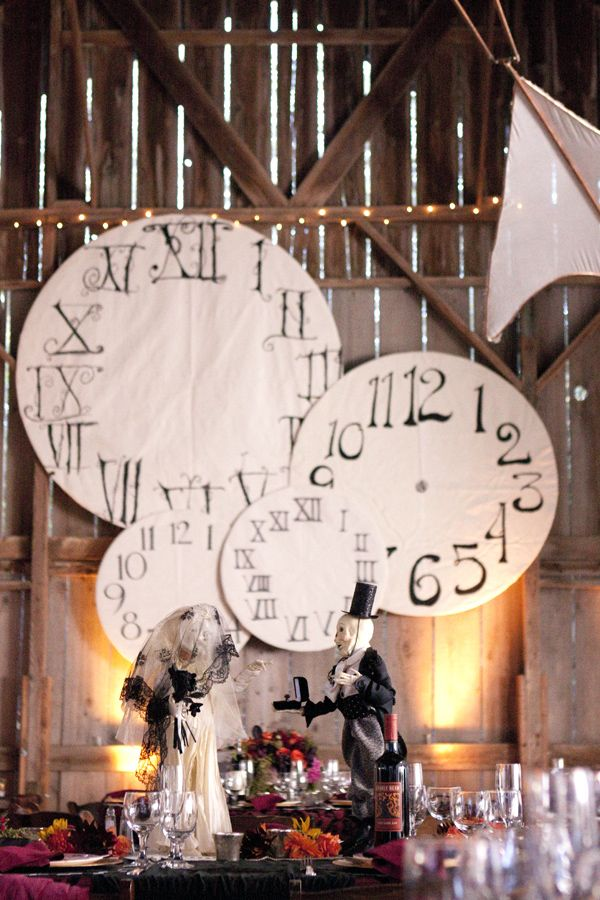 We definetly need to make some of these clocks:)
