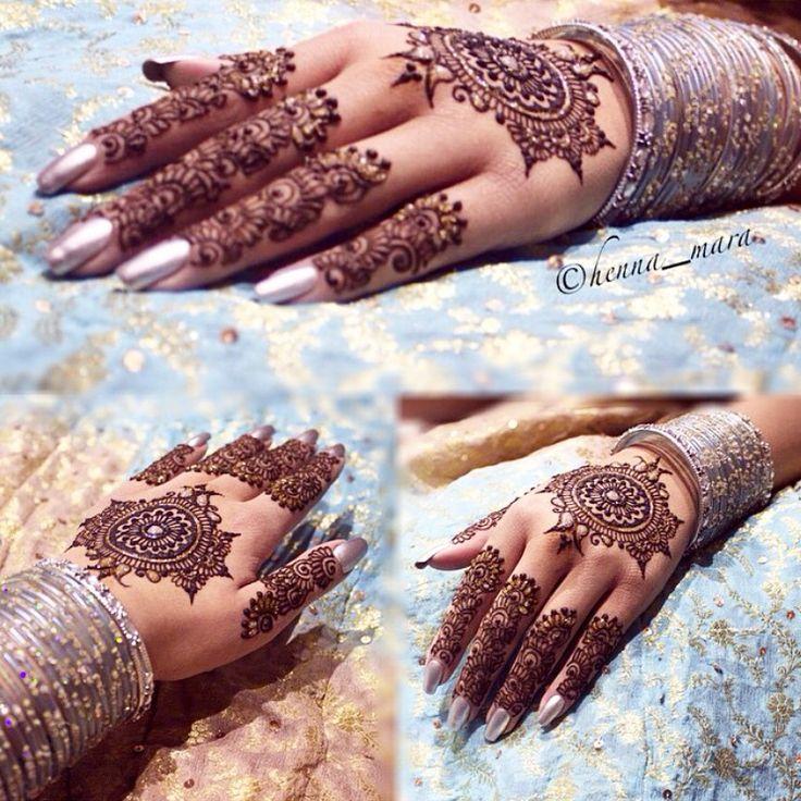 Really loving this #henna design!