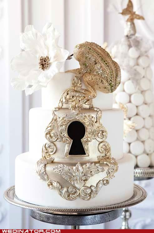 Lock and Frog Wedding Cake ~ Very pretty and unique....great detail work. ᘡղbᘠ