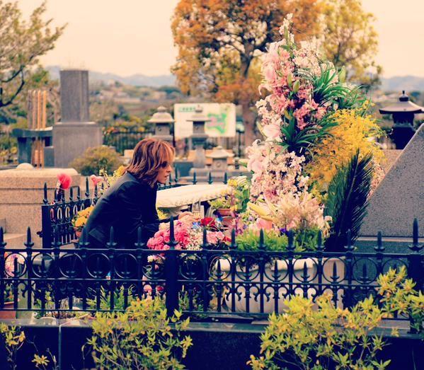 yoshiki in hide grave