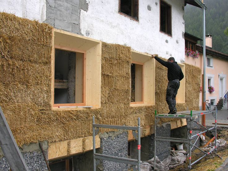 Casa Steila Mar, CH-Susch - thermal insulation of the outer shell with straw bales.