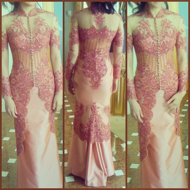 Vera Kebaya: Kebaya + Chinese collar + Edwardian buttons = Perfection!