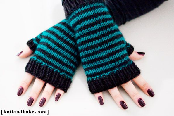 striped fingerless gloves ( free knitting pattern )