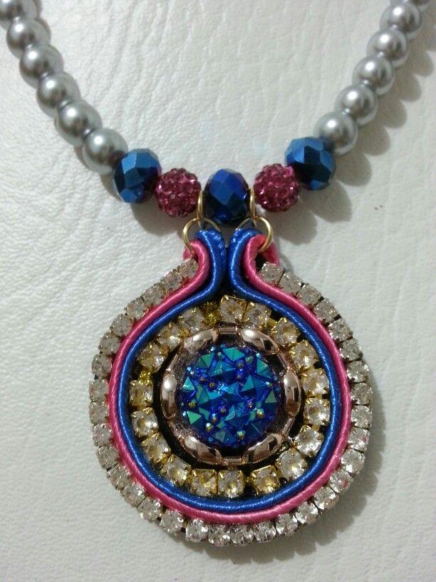 #statementnecklace #statementjewelry #handmadenecklace #unico #joyashechasamano #joyeríacontemporánea #joyasdeColombia #tagsforlikes #tasselanklet #talentocolombiano #soutache #diseñosoriginales #divino #designercolombia