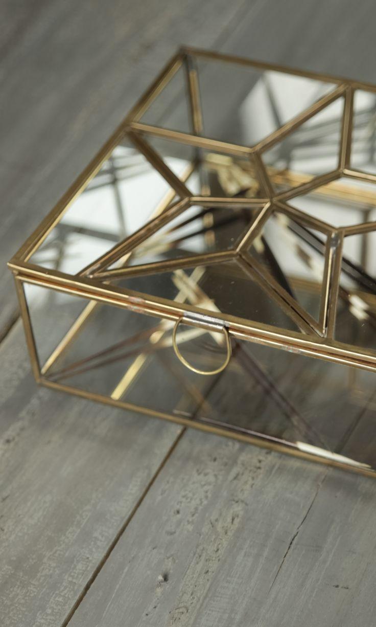 elegante aufbewahrungsbox aus glas mit einem stern auf der klappe tipps tricks aufr umen. Black Bedroom Furniture Sets. Home Design Ideas