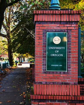 University of Oregon Campus Entrance Picture at Oregon Ducks Photos