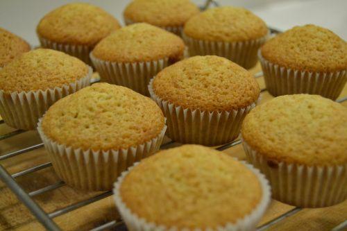 Vanilla cupcakes via http://thesoundofdreaming.com