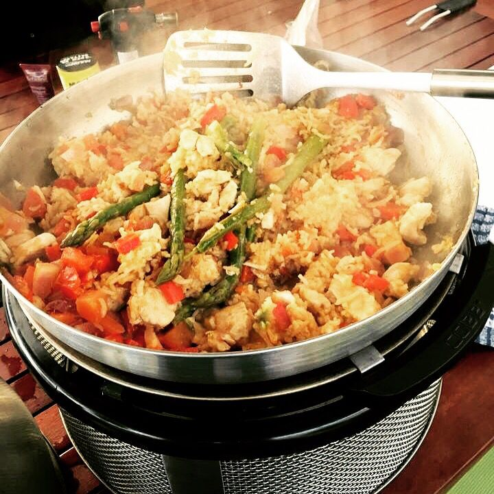 Chicken Paella in the Cobb Wok • Check-out all the Cobb Grill accessories: http://cobb-america.com/accessories.php • See all the models at http://cobb-america.com/cobb-cookers.php