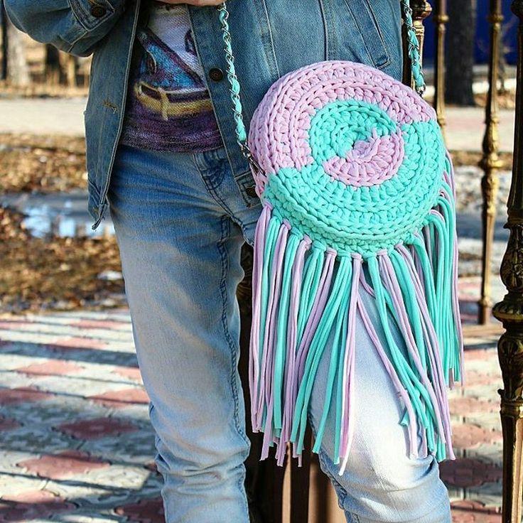 4 отметок «Нравится», 1 комментариев — СУМКИ, УКРАШЕНИЯ, КОРЗИНЫ (@kitty_knits) в Instagram: «Весна, весною...а у нас тучи ходят...Но настроение прям солнечное ☀!!! Ловите от меня джинсовый…»