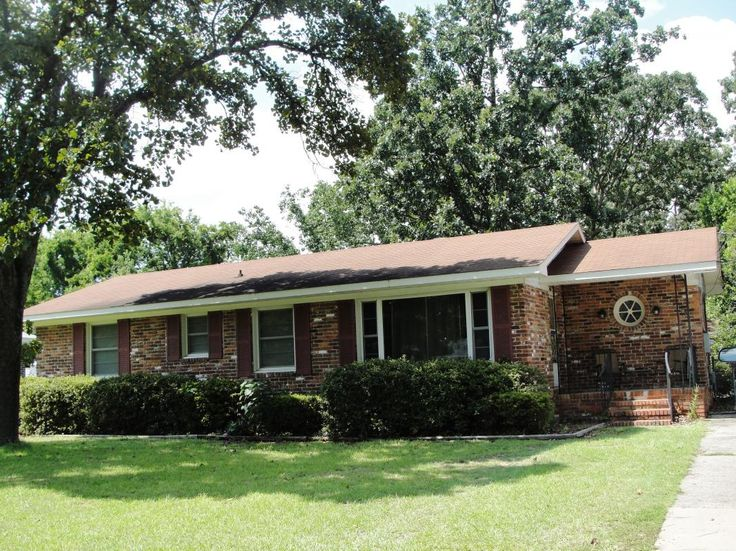 Great augusta ga starter home convenient to bobby jones for All brick