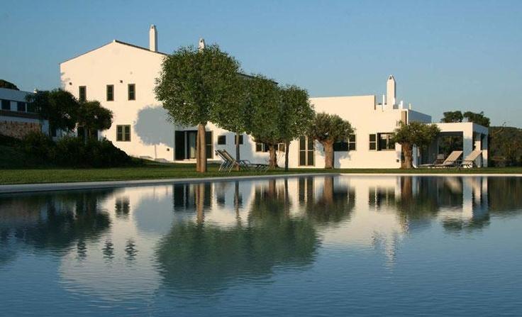 Finca Atalis (Menorca). Precioso hotel rural con unas vistas impresionantes de la playa de Sont Bou. http://www.rusticae.es/hoteles-con-encanto-espana/menorca-hotel-agroturismo-finca-atalis