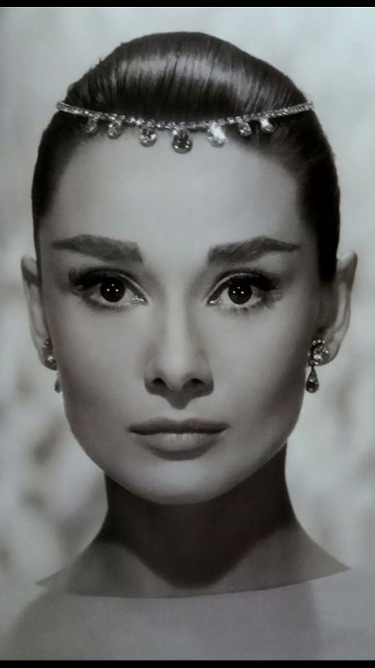 Audrey Hepburn. ..Beautiful...L.Loe