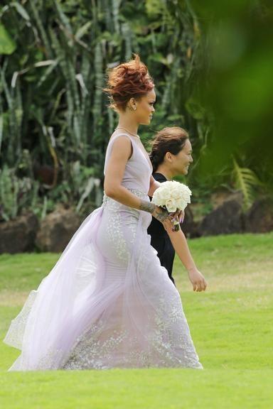 Rihanna no casamento de sua assistente e amiga pessoal