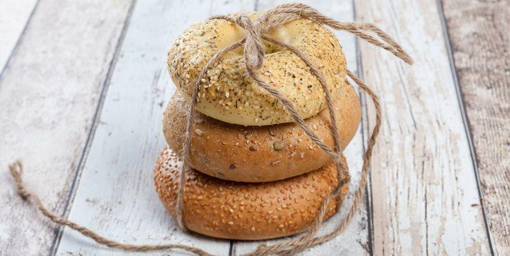 Bagels er den perfekte lunsjmat eller i nistepakken. Skjær dem over og fyll dem med salat, ost og skinke - og nyt!