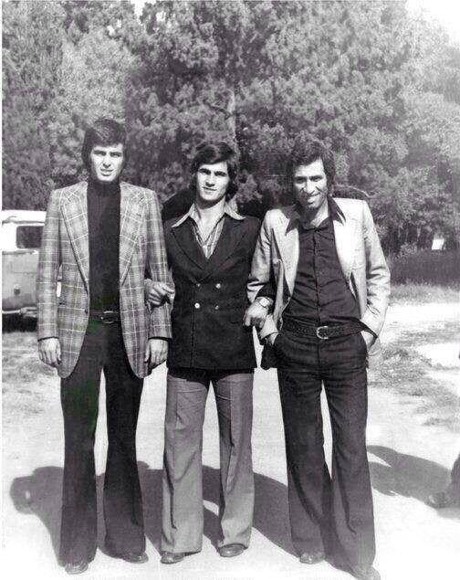 1970'ler <br />Tarık Akan, Teoman Ayık ve Kemal Sunal<br /><br />Hababam Sınıfı ekibi.