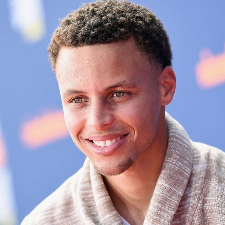 Stephen Curry Haircut https://www.menshairstyletrends.com/stephen-curry-haircut/ #stephencurry #stephcurry #stephencurryhaircut #templefade #shortlocs #shortdreads #dreads #blackmenhair #basketballhair #menshair #menshaircuts