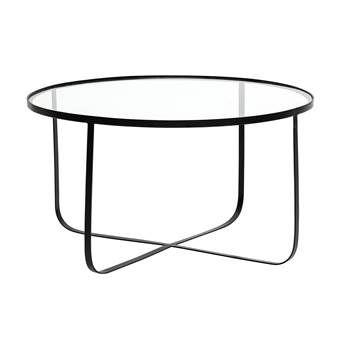De Harper salontafel van Bloomingville heeft het beste van twee werelden. Met zijn 80 cm doorsnede heeft hij genoeg ruimte voor accessoires, glazen en hapjes. Dankzij het minimalistische ontwerp oogt hij toch bijzonder licht en ruimtelijk. Ideaal!