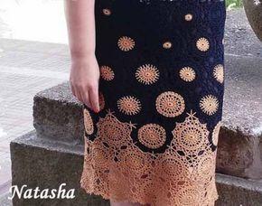 Обычные круглые мотивы, связанные крючком и собранные в единое полотно платья или юбки, могут смотреться очень изысканно и благородно.
