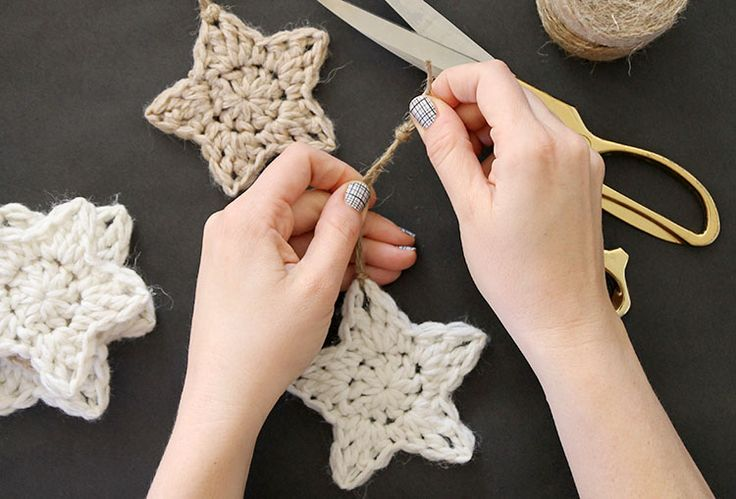 Crochet star ornaments/garland. Links to instructions.