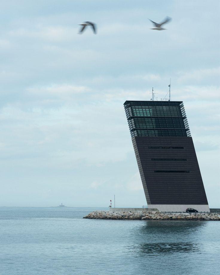 La tour de contrôle du port de Lisbonne, à Algés, par Gonçalo Byrne