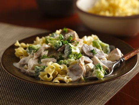 Chicken Broccoli Stroganoff - Green Giant® veggies and Progresso™ Recipe Starters™ basil cooking sauce provide a flavorful addition to this chicken and pasta dinner that's ready in 25 minutes. Perfect if you love French cuisine.