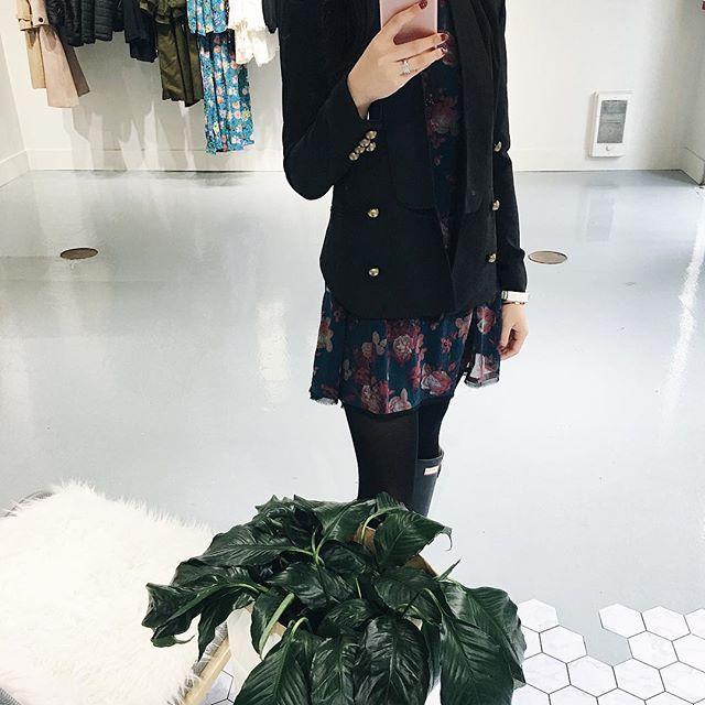 Black Fitted Blazer With Gold Buttons 🖤🖤  Open until 6pm today!  .  .  .  .  .  .  .  #unicorniostudio #newarrivals #fashionlovers #fashionboutique #onlineshopping #supportlocal #fashionblogger #ukfashion #canadianfashion #ootd #ootdfashion #instafashion #yyt #wyldr #blackblazer #ootdfashion #outfitselfie #storeopening