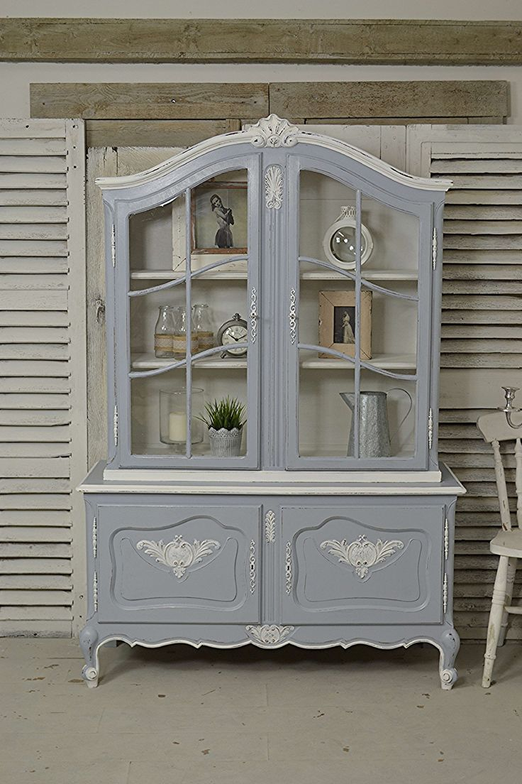 Stunning French Oak Glass Display Cabinet painted in Valspar Milky Way - perfect for storing all your wares! With FREE UK DELIVERY! https://www.thetreasuretrove.co.uk/cabinets-and-storage/vintage-french-louis-xv-style-glass-display-cabinet #frenchfurniture #shabbychic #valspar