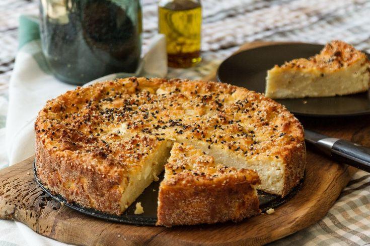 Αφράτη τυρόπιτα από τον Άκη. Συνταγή για τυρόπιτα με φέτα, ανθότυρο και κανταΐφι. Εύκολη, γρήγορη και απλή κατάλληλη και για τους αρχάριους.