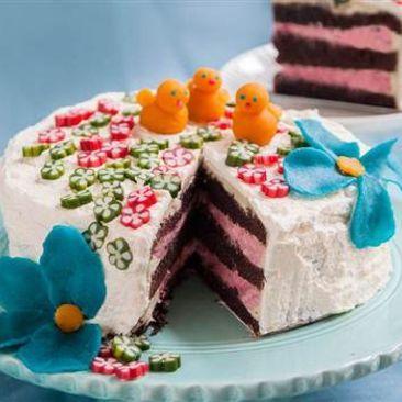 Påsktårta med chokladbotten och hallonmousse