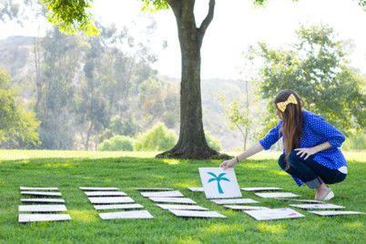 Lawn-sized memory  Faire faire les cartons, aller dans un parc et faire une compétition de jeux de mémoire en 2 équipes!