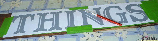letters verven op hout': eerst alles afplakken, dan uitsnijden, verven, plakband verwijderen