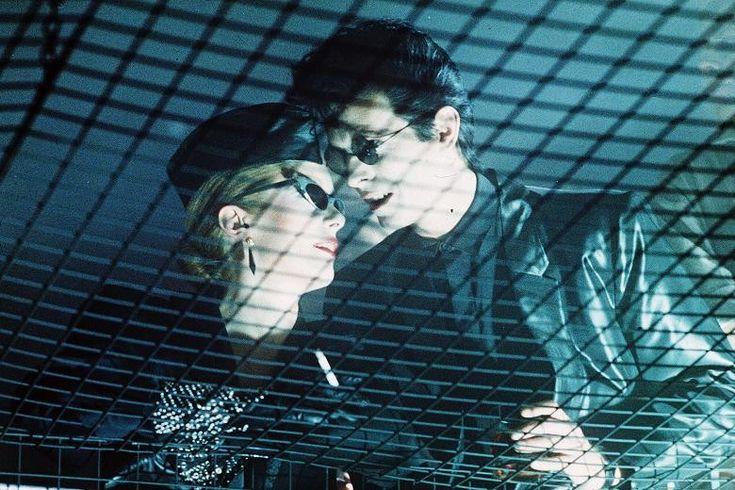 Catherine Deneuve e David Bowie numa cena de 'Fome de Viver', de 1983 (Foto: Divulgação )