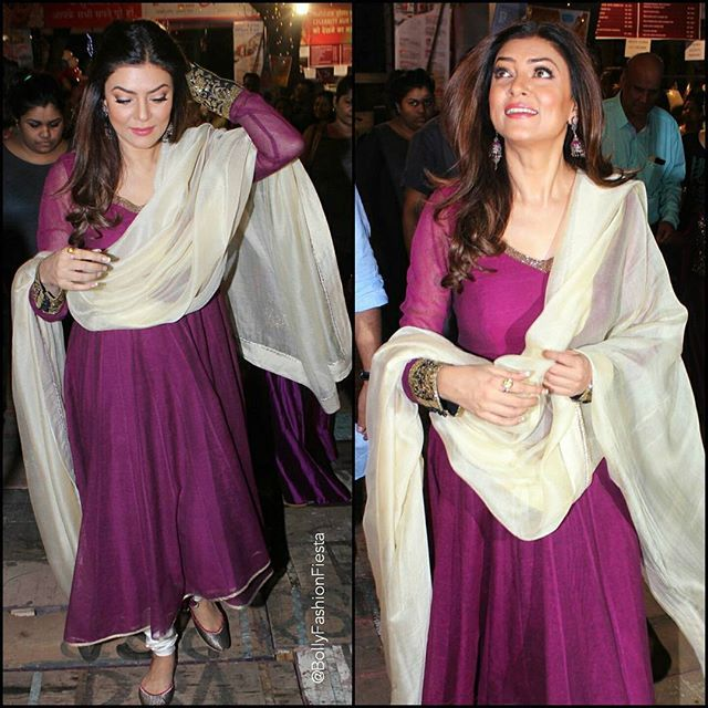 The Ravishing @SushmitaSen47 In @ShilpaReddyOfficial snapped at #DurgaPuja Celebrations in Mumbai. ❤ #OOTN #SushmitaSen #ShilpaReddyStudio #Bollywood #BollywoodActress #Beauty #CelebrityStyle #IndianFashion #Anarkali #Navratri #Festive #Traditional #Glam #Beauty #Love #InstaFashion #BollyFashionFiesta