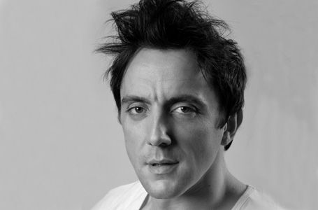 Peter Serafinowicz. Awesome, awesome voice.