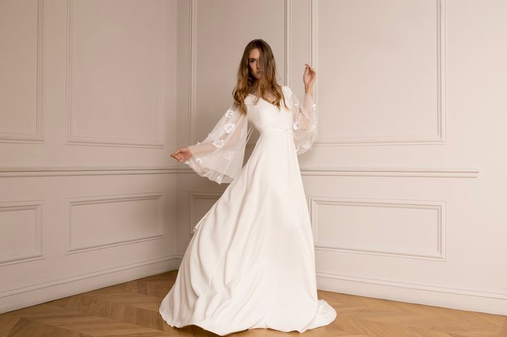 Breaking down the conventional bride ▶ The new Raquette Bridal Fall 2016 Edition is now on air! ✔ maisonraquette #raquettebridal #maisonraquette #weddinggown #bridaldress #bride #retro #bohemian