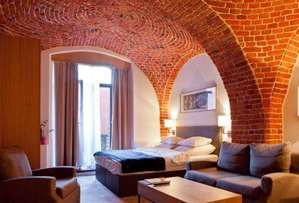 Oryginalne zabytkowe ściany i sklepienia w Pokoju Ogrodowym hotelu Granary. http://www.eskapista.com/pl/polska/hotele/the-granary-la-suite-hotel