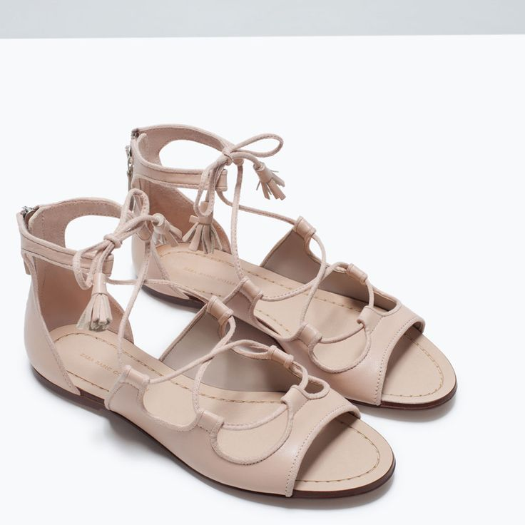 LEATHER ROMAN SANDAL  39.95 EUR/300 kn  Nude flat sandals. Roman style with straps up to the ankle. Heel zip fastening.  Sole height 0.5 cm.