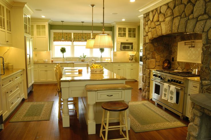 Custom kitchen built by Country Club Homes, Inc.