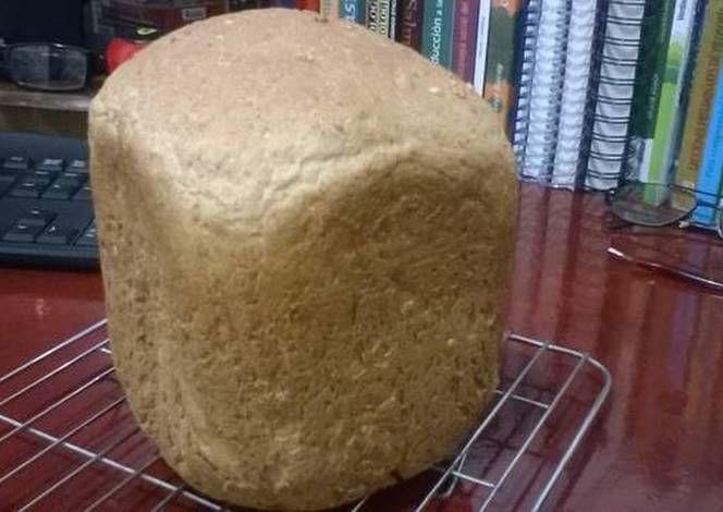 Pan de avena, dos harinas y salvado de trigo (máquina panificadora).