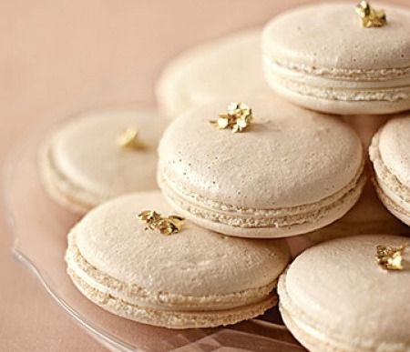 macarons: Pink Macaroons, Blushes Pink, Gold Leaf, Wedding Ideas, Sweet Treats, French Macaroons, Princesses Treats, Pink And Gold, Colors Glasses