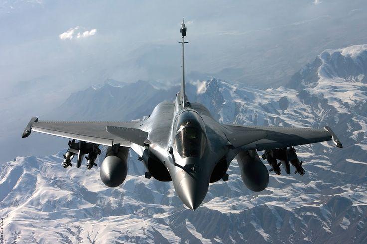 El Rafale es un avión de combate de 4ta generación Francés, bimotor con alas en forma delta, es un caza multirol, diseñado para combatir a los aviones de guerra Soviéticos. El proyecto del Rafale comenzó poco después de que Francia abandonara el proyecto  del EurofighterTyphoon, en 1985 y voló por primera vez en 1986, entrando en servicio en el 2000