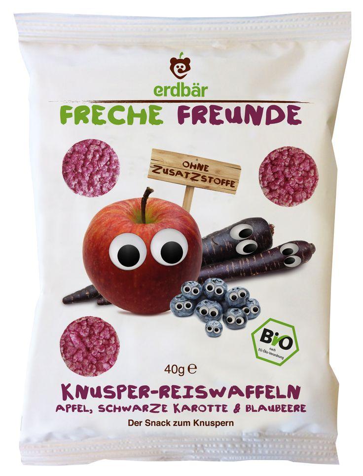 """Die Frechen Freunde sind auf den Reis gekommen! Knusprig-fruchtig kommen unsere Reiswaffeln """"Apfel, Schwarze Karotte & Blaubeere"""" aus der Tüte gerollt! 100% Bio, ohne Zusatzstoffe, praktisch für unterwegs, dabei perfekt für kleine Hände & Zähnchen!"""