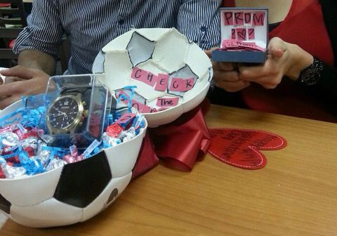 The perfect soccer promposal.