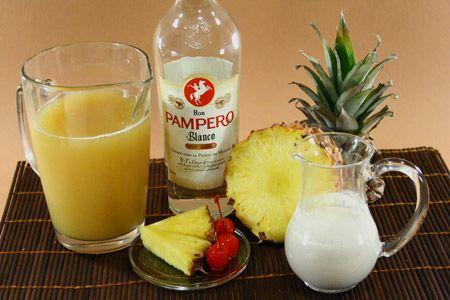 Questa PINA COLATA è la nostra versione del #drink a base di #rum bianco, succo d'ananas e latte di cocco. #video #ricetta #Giallozafferano #pinacolada #ananas